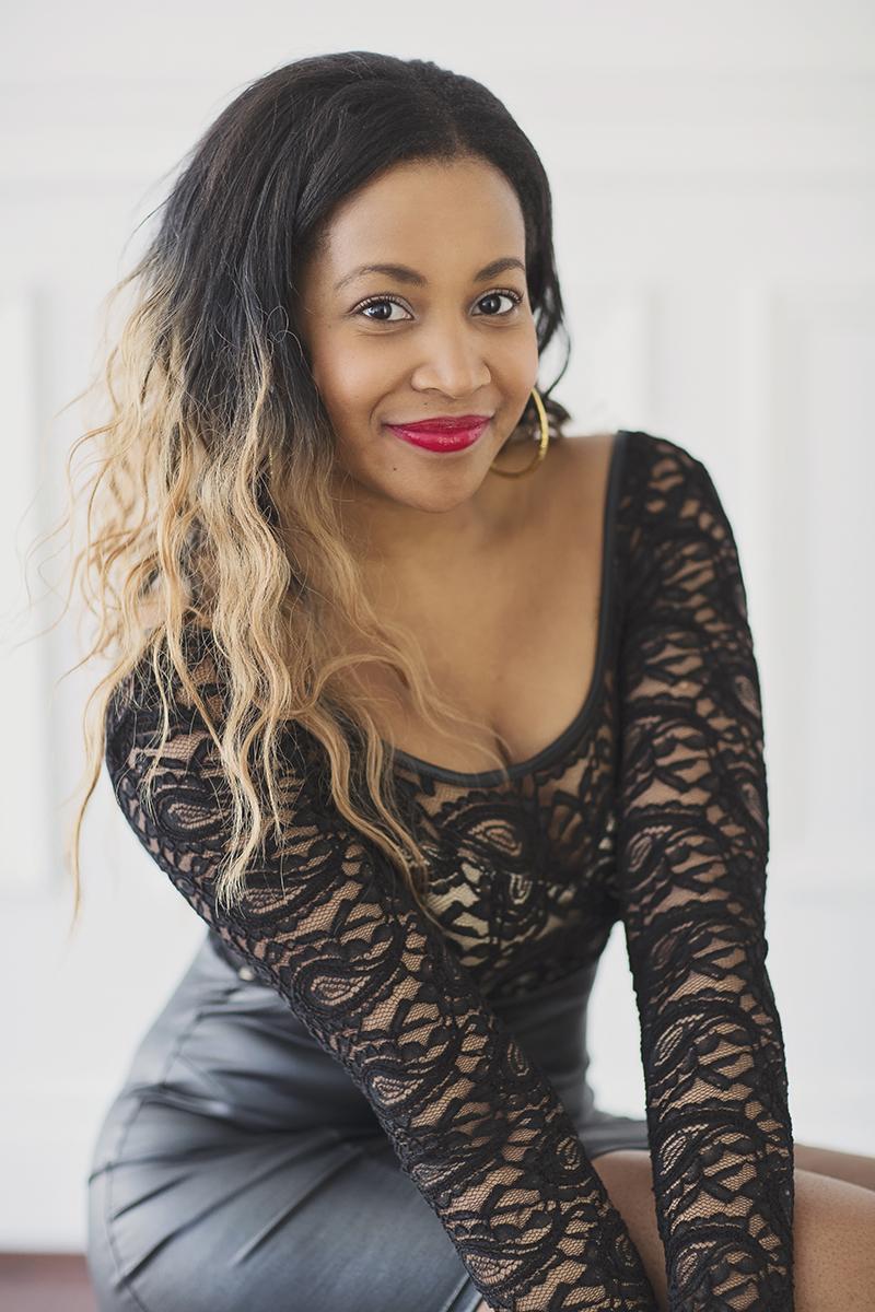 Vanessa  - Photo Portrait femme glamour et boudoir à Montréal – Isa Photographie